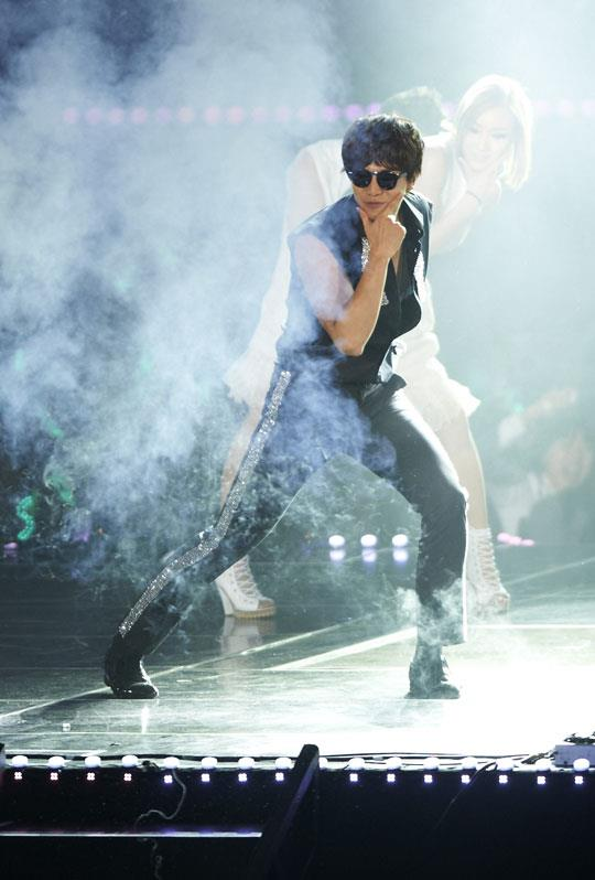 "12 02 12 Lee Seung Gi performs ""Noona Style,"" a parody of"